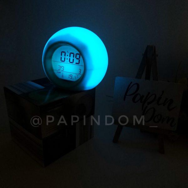 Часы-ночник будильник хамелеон