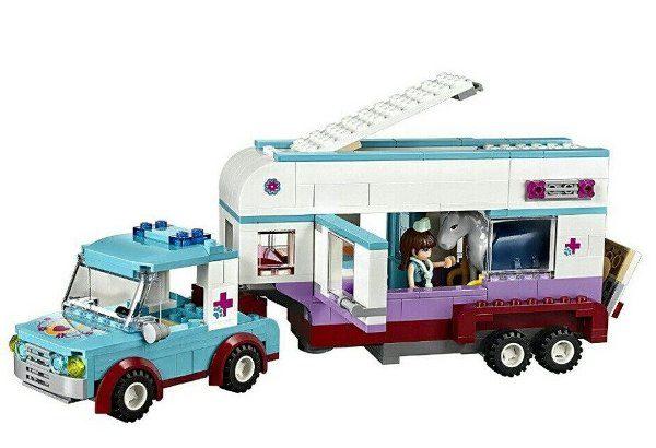 Конструктор Bela 10561 Ветеринарная машина для лошадок 387 деталей Аналог Lego Friends 41125
